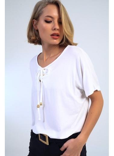 Emjey Yakası Bağcıklı T-Shirt Beyaz